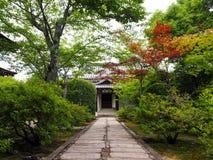 Ιαπωνικό σπίτι με τον κήπο Στοκ Εικόνα