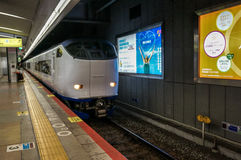 Ιαπωνικό τοπικό τραίνο στην Οζάκα Στοκ φωτογραφία με δικαίωμα ελεύθερης χρήσης