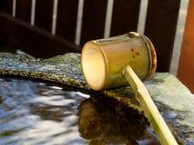 ιαπωνικό ύδωρ κουταλών hishaku Στοκ φωτογραφίες με δικαίωμα ελεύθερης χρήσης