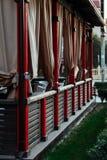 Ιαπωνικό gazebo ύφους με τις ελαφριές κουρτίνες στην οδό στοκ φωτογραφία με δικαίωμα ελεύθερης χρήσης
