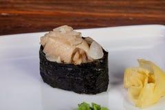 Ιαπωνικό gunkan dorado σουσιών Στοκ φωτογραφία με δικαίωμα ελεύθερης χρήσης