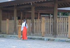 Ιαπωνικό Miko στοκ φωτογραφία με δικαίωμα ελεύθερης χρήσης