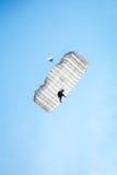 διασκέδαση που ρίχνει τον ουρανό με αλεξίπτωτο skydiver Στοκ Φωτογραφία