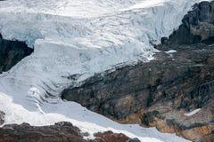 ΙΑΣΠΙΔΑ, ALBERTA/CANADA - 9 ΑΥΓΟΎΣΤΟΥ: Παγετώνας Athabasca στην ιάσπιδα Στοκ Εικόνα