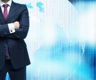διασχισμένα επιχειρηματί&a Ψηφιακός κόσμος με το δυαδικό κώδικα στο υπόβαθρο Στοκ Εικόνες