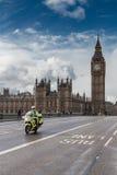 Ιατρικά μοτοσικλέτα και Big Ben Στοκ φωτογραφίες με δικαίωμα ελεύθερης χρήσης