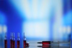 Ιατρικά σύριγγα και φιαλίδια Στοκ εικόνες με δικαίωμα ελεύθερης χρήσης