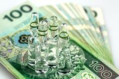 Ιατρικά φιαλίδια στα τραπεζογραμμάτια Στοκ φωτογραφία με δικαίωμα ελεύθερης χρήσης