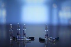 Ιατρικά χάπια και φιαλίδια Στοκ Φωτογραφίες