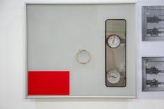Ιατρικές αποκλεισμένες βαλβίδες αερίου που εγκαθίστανται στον άσπρο τοίχο στοκ φωτογραφίες με δικαίωμα ελεύθερης χρήσης