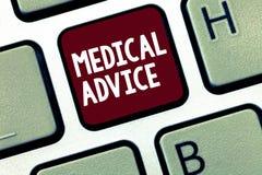 Ιατρικές συμβουλές κειμένων γραφής Η έννοια που σημαίνει την καθοδήγηση από έναν εμπειρογνώμονα υγειονομικής περίθαλψης για το κα στοκ φωτογραφία με δικαίωμα ελεύθερης χρήσης