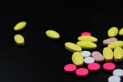 Ιατρικές ταμπλέτες διαφορετικές στο χρώμα Στοκ Εικόνα