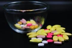 Ιατρικές ταμπλέτες διαφορετικές στο χρώμα Στοκ φωτογραφίες με δικαίωμα ελεύθερης χρήσης