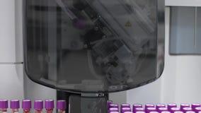 Ιατρική αυτοματοποιημένη μηχανή εξετάσεων αίματος Κλινικός διαγνωστικός εργαστηριακός εξοπλισμός απόθεμα βίντεο