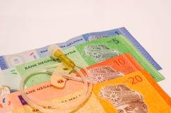 Ιατρική βελόνα πεταλούδων στα τραπεζογραμμάτια της Μαλαισίας που απομονώνονται στο λευκό Στοκ εικόνες με δικαίωμα ελεύθερης χρήσης