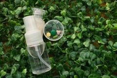 Ιατρική, εστίαση στο χάπι και το κιβώτιο χαπιών, μπουκάλι του ψεκασμού andbottle στοκ εικόνα με δικαίωμα ελεύθερης χρήσης
