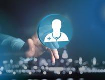 Ιατρική και γενικό εικονίδιο υγειονομικής περίθαλψης που επιδεικνύονται σε μια τεχνολογία ι Στοκ Φωτογραφία