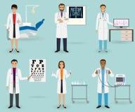 Ιατρική περίθαλψη που τίθεται με τους γιατρούς των διαφορετικών ειδικοτήτων Επάγγελμα προσωπικού ιατρικής Ομάδα υπαλλήλου νοσοκομ ελεύθερη απεικόνιση δικαιώματος