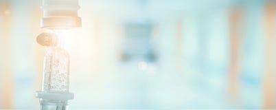 Ιατρική σταλαγματιά με το υπόβαθρο νοσοκομείων στοκ φωτογραφίες με δικαίωμα ελεύθερης χρήσης