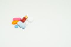 Ιατρική στην άσπρη ανασκόπηση Στοκ Φωτογραφίες