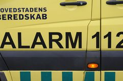 ΙΑΤΡΙΚΟΙ ΑΣΘΕΝΟΦΟΡΟ ΚΑΙ ΣΥΝΑΓΕΡΜΟΣ 112 Στοκ εικόνα με δικαίωμα ελεύθερης χρήσης