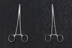 ιατρικός βουρτσίζοντας διάνυσμα δοντιών κατσικιών έννοιας οδοντικό Ιατρικό ψαλίδι δύο στο υπόβαθρο grunge Στοκ Εικόνα