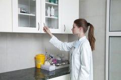 Ιατρικός εργαζόμενος στην αρχή Στοκ φωτογραφία με δικαίωμα ελεύθερης χρήσης