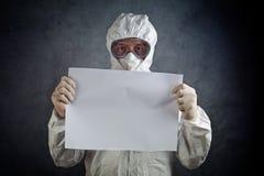 Ιατρικός εργαζόμενος στον ιατρικό κλάδο στη προστατευτική ενδυμασία Στοκ εικόνες με δικαίωμα ελεύθερης χρήσης