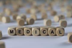 Ιατρικός - κύβος με τις επιστολές, σημάδι με τους ξύλινους κύβους Στοκ Εικόνες