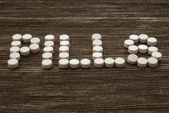 ιατρικός πίνακας χαπιών ξύλινος Κλείστε επάνω τη φωτογραφία στοκ φωτογραφία με δικαίωμα ελεύθερης χρήσης