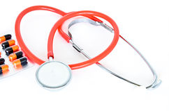 Ιατρικός: Χάπια και στηθοσκόπιο Στοκ φωτογραφία με δικαίωμα ελεύθερης χρήσης