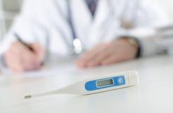 ιατρικό θερμόμετρο Στοκ εικόνα με δικαίωμα ελεύθερης χρήσης