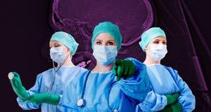 Ιατρικό θηλυκό των ακτίνων X κρανίο γιατρών Στοκ φωτογραφία με δικαίωμα ελεύθερης χρήσης