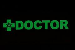 Ιατρικό σημάδι γιατρών ζιζανίων μαριχουάνα Στοκ Φωτογραφία