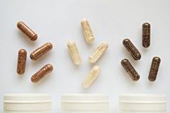 Ιατρικό χύσιμο καψών από τρία πλαστικά μπουκάλια Στοκ φωτογραφία με δικαίωμα ελεύθερης χρήσης