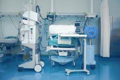 Ιατρικό δωμάτιο που εξοπλίζεται για την εντατική παρακολούθηση Στοκ εικόνα με δικαίωμα ελεύθερης χρήσης
