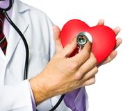 Ιατρός που κρατά την κόκκινη καρδιά Στοκ Φωτογραφίες