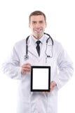 Ιατρός που παρουσιάζει ψηφιακό PC ταμπλετών με την κενή οθόνη Στοκ Φωτογραφία