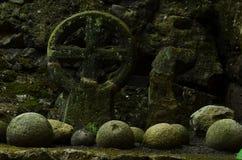 διαφραγμάτων διαγώνιο ροών πηγών ατόμων ύδωρ πετρών μοναστηριών s ιερό Στοκ φωτογραφία με δικαίωμα ελεύθερης χρήσης
