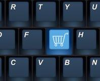 Διαδίκτυο που ψωνίζει αγοράζει το κλειδί σε ένα πληκτρολόγιο υπολογιστών Στοκ Φωτογραφίες