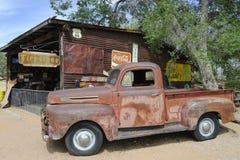 Διαδρομή 66, Hackberry, AZ, ΗΠΑ, αυτοκίνητο επανάληψης παλαιός-χρονομέτρων Στοκ φωτογραφίες με δικαίωμα ελεύθερης χρήσης