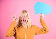 Ιδέα και έμπνευση Αυτό που είναι στο μυαλό της Σκεφτείτε για fresh idea Έννοια ιδέας και δημιουργικότητας Αντίγραφο ιδεών και σκέ στοκ εικόνα