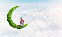 Ιδέα της επικοινωνίας Διαδικτύου παιδιών ή on-line του παιχνιδιού και του ελέγχου γονέων Στοκ εικόνες με δικαίωμα ελεύθερης χρήσης