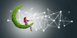 Ιδέα της επικοινωνίας Διαδικτύου παιδιών ή on-line του παιχνιδιού και του ελέγχου γονέων Στοκ Εικόνα
