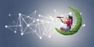 Ιδέα της επικοινωνίας Διαδικτύου παιδιών ή on-line του παιχνιδιού και του PA Στοκ φωτογραφία με δικαίωμα ελεύθερης χρήσης