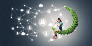 Ιδέα της επικοινωνίας Διαδικτύου παιδιών ή on-line του παιχνιδιού και του PA Στοκ Φωτογραφία
