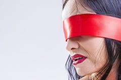 Ιδέες και έννοιες παιχνιδιών BDSM Πορτρέτο κινηματογραφήσεων σε πρώτο πλάνο καυκάσιου Brunette Στοκ φωτογραφίες με δικαίωμα ελεύθερης χρήσης