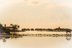 Ιδιωτικά πολυτελή εξοχικά σπίτια στον ωκεανό στα σανδάλια βασιλικές Καραϊβικές Θάλασσες όλο το συμπεριλαμβάνον ξενοδοχείο θερέτρο στοκ φωτογραφία με δικαίωμα ελεύθερης χρήσης