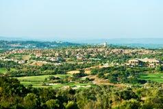 Ιδιωτικά σπίτι και γήπεδο του γκολφ στοκ εικόνα