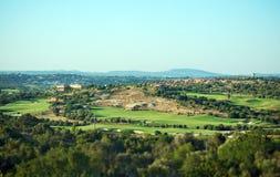 Ιδιωτικά σπίτι και γήπεδο του γκολφ στοκ εικόνες με δικαίωμα ελεύθερης χρήσης